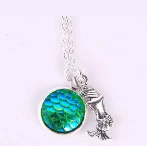 Blue/green mermaid fish scale necklace. NWT